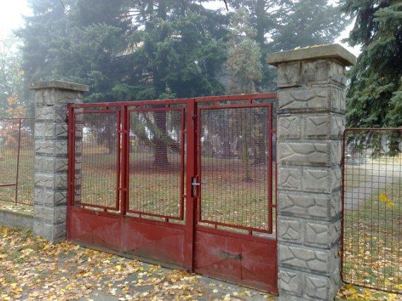 Brána před renovací